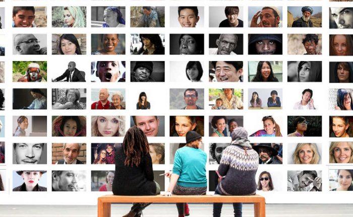 Menschen auf Bank betrachten Foto Wand