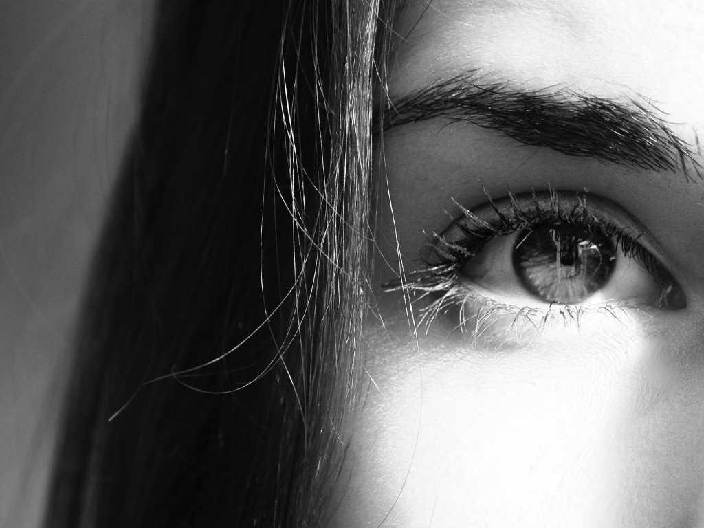 Aufmerksamkeit zoom auf Auge