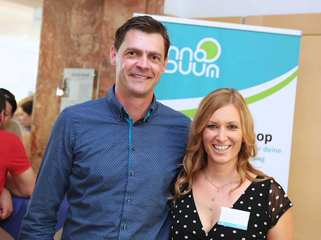 Anna und Markus Pollhamer vor Innoviduum Rollup