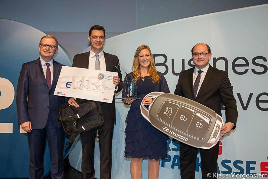 Markus und Anna Pollhamer von Innoviduum bei Verleihung des i2b Award 2018