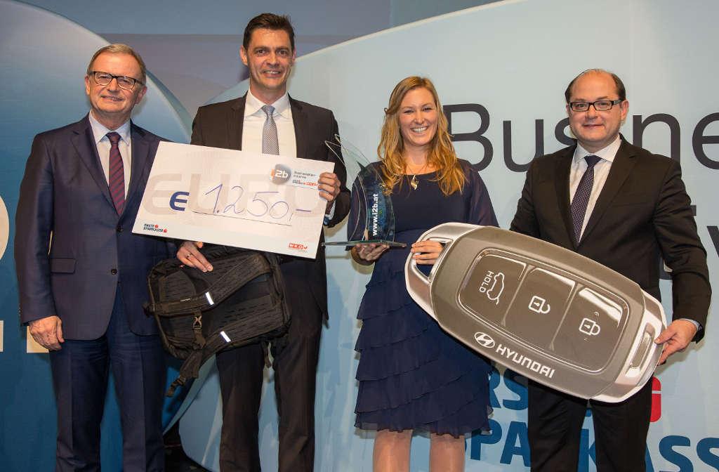 Anna und Markus beim Gewinn des i2b Award 2018